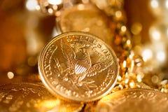 Pięć dolarów złocistych monet Fotografia Stock