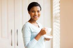 pić herbacianej kobiety Obrazy Royalty Free