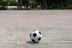 Piłka na centrum pole Obraz Stock