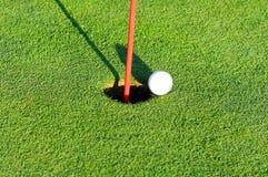 piłki flaga golf Zdjęcia Stock