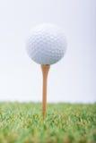 piłki golfowy trawy zieleni biel Fotografia Stock