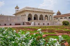 Piękna architektura Agra fort w ogródzie, Agra, India Zdjęcie Royalty Free