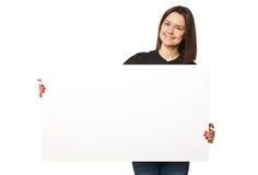 Piękna biznesowa kobieta trzyma sztandar Zdjęcie Royalty Free