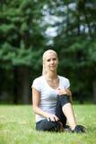 Piękna blondynka outdoors Zdjęcia Royalty Free