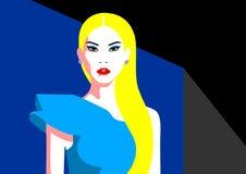 Piękna blondynki kobieta w assimmetrical sukni Obraz Royalty Free