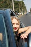 piękna blondynki samochodu kierownica Fotografia Royalty Free
