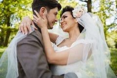Piękna bridal para przy zmierzchem na ulicach Wenecja Obrazy Stock