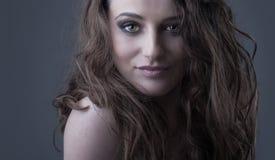 Piękna brunetki kobieta Zdjęcia Royalty Free