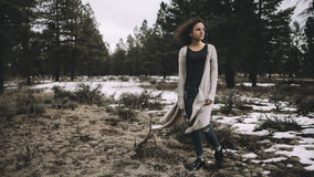 Piękna caucasian dziewczyna outdoors w naturze przy dnia czasem Fotografia Stock