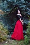 Piękna czarownica w lasowym Halloween Zdjęcia Royalty Free