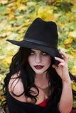 Piękna czarownica w lasowym Halloween Obraz Royalty Free