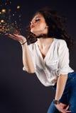 Piękna dziewczyna, brunetka, klasyczny studio Zdjęcie Royalty Free