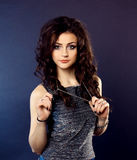 Piękna dziewczyna, brunetka, klasyczny studio Zdjęcie Stock