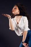 Piękna dziewczyna, brunetka, klasyczny studio Obrazy Royalty Free