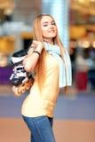 Piękna dziewczyna na rollerdrome Obraz Royalty Free