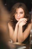 Piękna brunetka. Zdjęcie Stock
