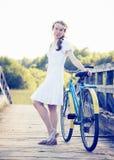 piękna dziewczyna rowerów Zdjęcia Stock