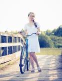 piękna dziewczyna rowerów Zdjęcie Stock
