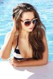 Piękna dziewczyna w basenie Obrazy Royalty Free