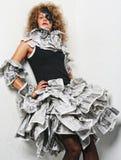 Piękna dziewczyna w gazetowej sukni Fotografia Stock