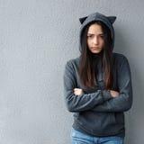 Piękna dziewczyna w kapiszonie z kotów ucho Obrazy Royalty Free