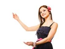 Piękna dziewczyna w lato seansu kopii stylowej przestrzeni Zdjęcia Stock