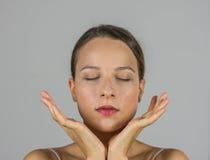 Piękna dziewczyna w medytaci Fotografia Royalty Free