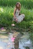 Piękna dziewczyna w naturze, zamyka up zdjęcie royalty free