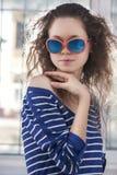 Piękna dziewczyna w sungalsses Obrazy Stock