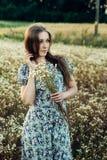 piękna dziewczyna w terenie Zdjęcia Royalty Free