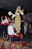 Piękna dziewczyna wykonuje na scenie Obraz Royalty Free