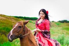 piękna dziewczyny gypsy konia jazda Zdjęcia Stock