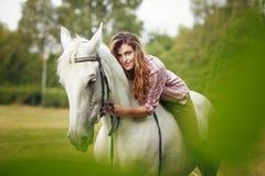piękna dziewczyny konia krajobrazu zima Obraz Royalty Free