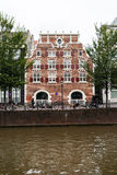 Piękna fasada w Amsterdam i kanale Zdjęcie Royalty Free