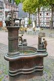 Piękna fontanna w rynku Monschau, Niemcy obraz royalty free