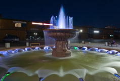 Piękna fontanna w wieczór Nakhodka miasto Daleko Na wschód od Rosja 22 09 2013 Zdjęcie Stock