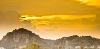 Piękna góra i chmura Fotografia Royalty Free