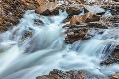 Piękna halna siklawa Huk w Carpathians Zdjęcie Stock