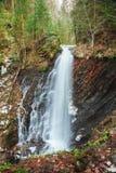 Piękna halna siklawa Huk w Carpathians Obraz Stock