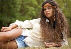 Piękna hipis dziewczyna w parku Zdjęcia Royalty Free