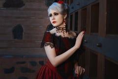 Piękna i smutna kobieta w retro stylu Zdjęcia Royalty Free