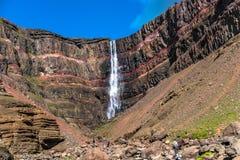 Piękna i wysoka Islandzka siklawa Hengifoss, Iceland Fotografia Royalty Free
