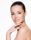 Piękna kobieta dba dla twarzy Obraz Royalty Free
