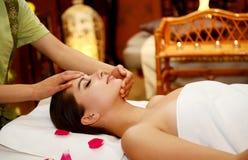 - piękna kobieta leczenia w spa Zdjęcia Royalty Free