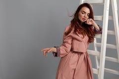 Piękna kobieta, mody dziewczyna W Modnych ubraniach W studiu Obrazy Royalty Free