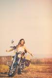 piękna kobieta motocykla Zdjęcia Stock