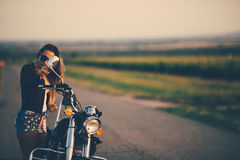 piękna kobieta motocykla Fotografia Royalty Free