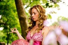 Piękna kobieta Outside zdjęcia stock