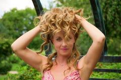 Piękna kobieta Outside zdjęcia royalty free
