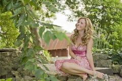 Piękna kobieta Outside zdjęcie royalty free